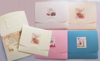Φάκελοι με χαρτί aquarella. Στην ειδική υποδοχή εξωτερικά σφηνώνει καρτάκι με το θέμα της πρόσκλησης. Διάσταση 17,0Χ15,0 Τιμή 0,60€